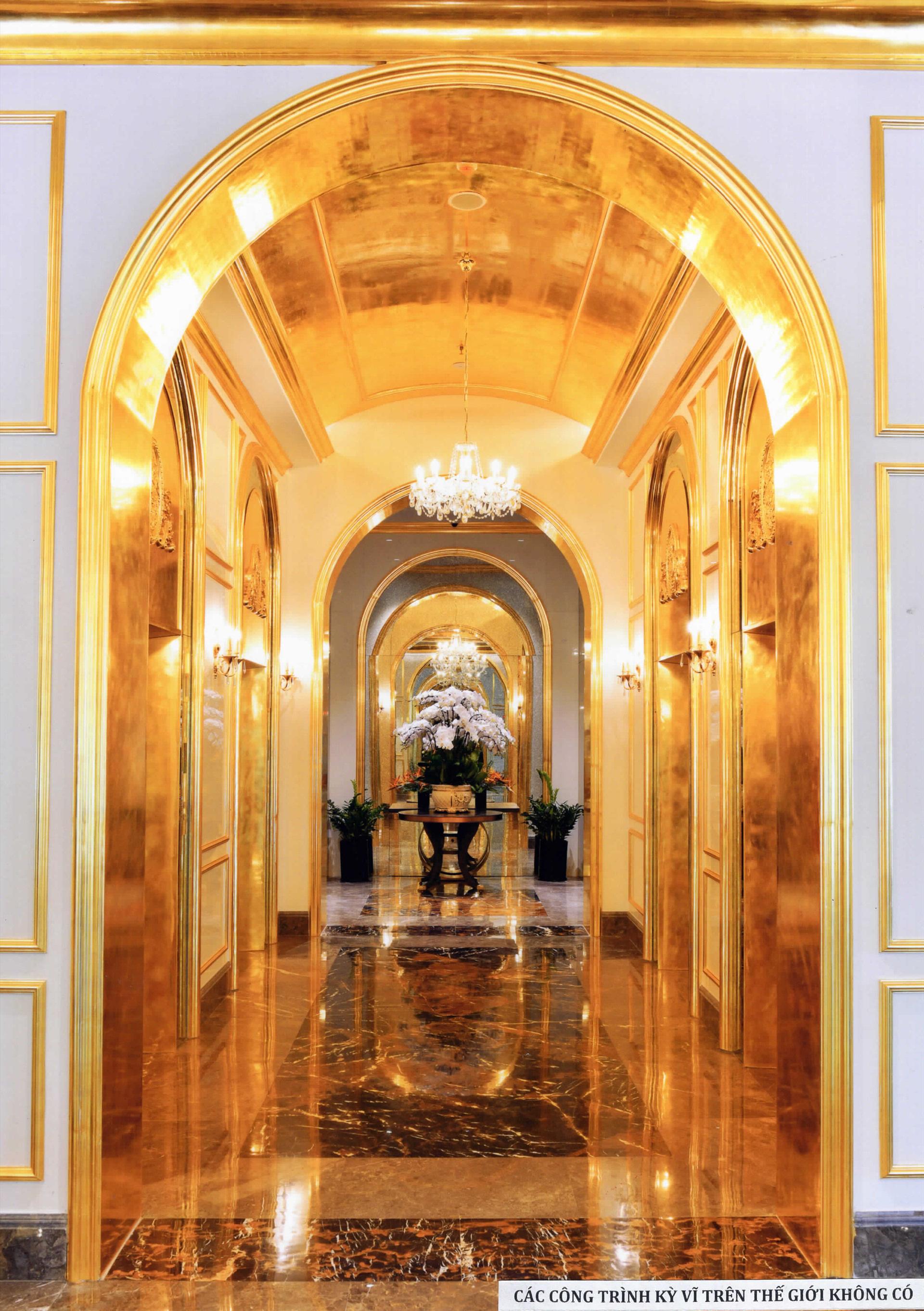 Khách sạn dát vàng 9999 đầu tiên trên thế giới ở Hà Nội xác lập kỷ lục - Ảnh 4.
