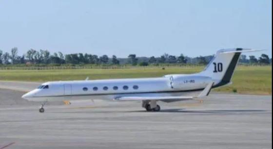 Chiếc máy bay riêng của Messi tại sân bay El Prat.