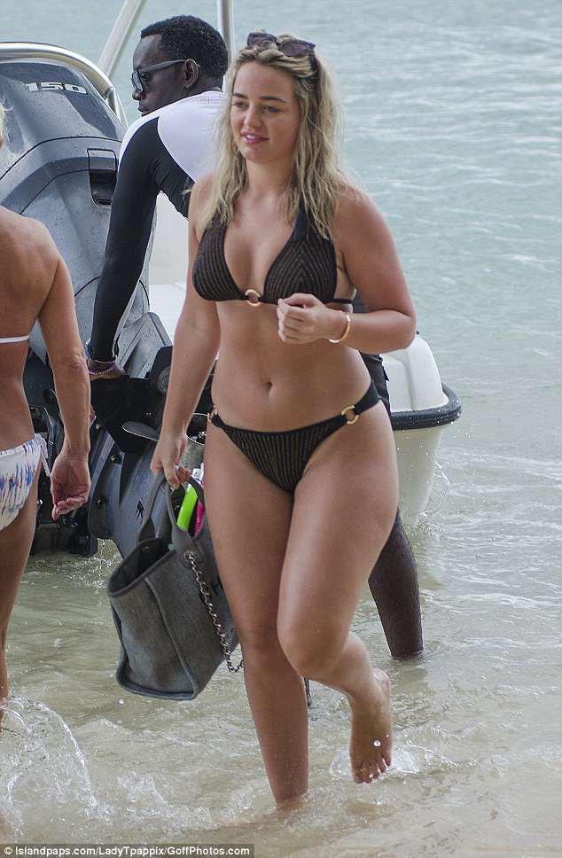 Ngắm thân hình bốc lửa của bạn gái Jordan Pickford - Ảnh 7.