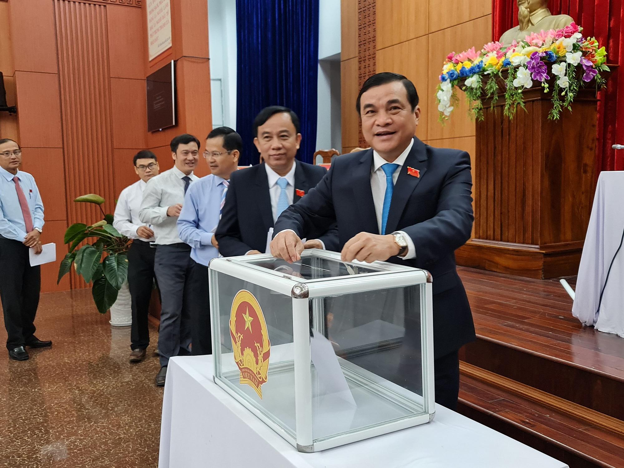 Ông Nguyễn Hồng Quang giữ chức Phó Chủ tịch UBND tỉnh Quảng Nam ở tuổi 44 - Ảnh 1.