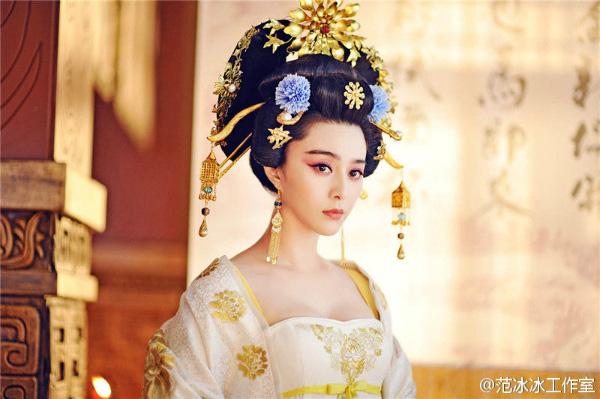 """Mỹ nhân phim cổ trang Trung Quốc ngoài đời gây """"choáng"""" gương mặt bị chê đơ cứng - Ảnh 5."""