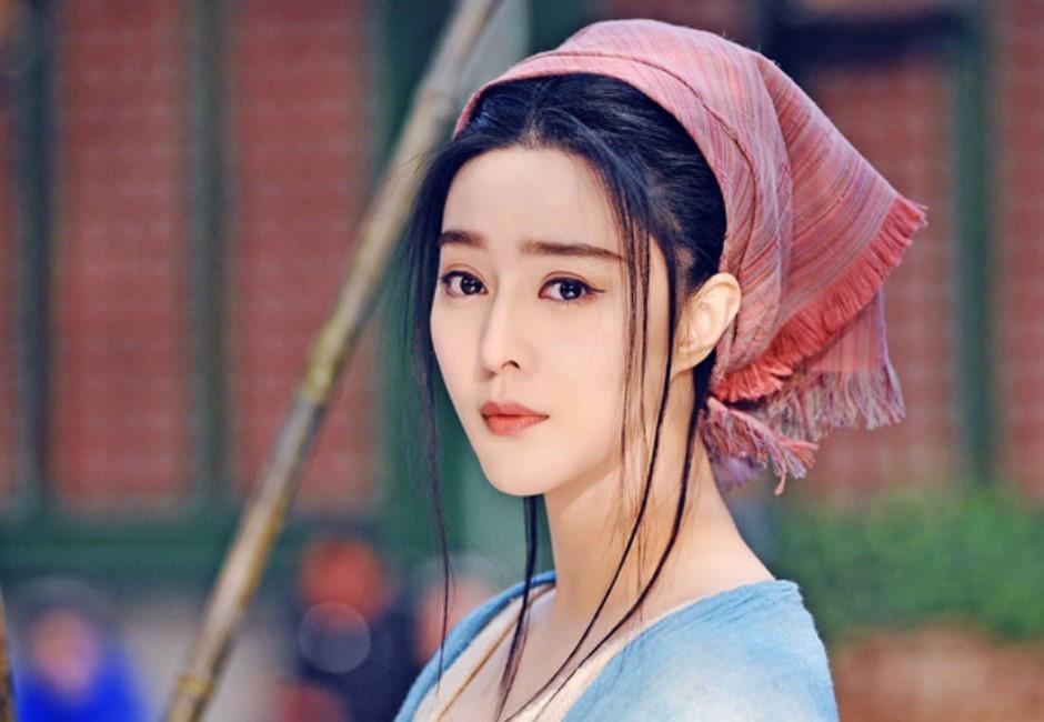 """Mỹ nhân phim cổ trang Trung Quốc ngoài đời gây """"choáng"""" gương mặt bị chê đơ cứng - Ảnh 6."""