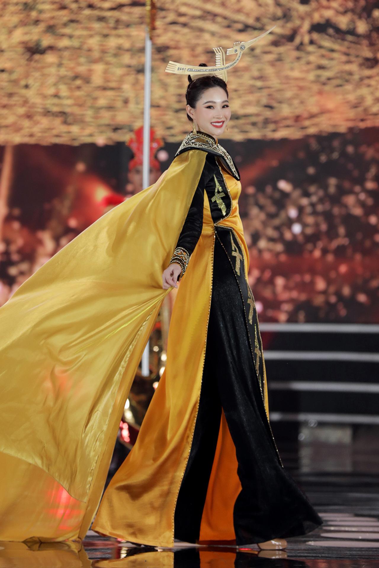 5 Hoa hậu mặc áo dài đọ sắc Chung kết Hoa hậu Việt Nam: Đặng Thu Thảo đẹp tựa nữ thần,  - Ảnh 3.