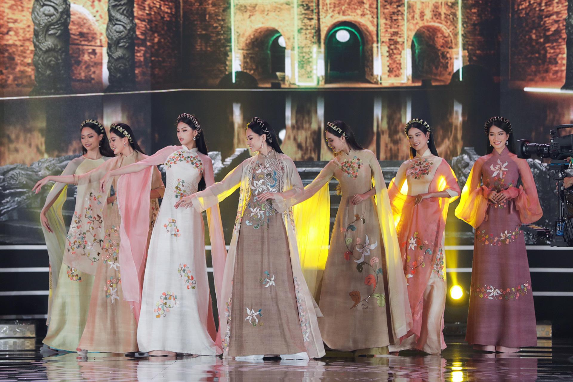 5 Hoa hậu mặc áo dài đọ sắc Chung kết Hoa hậu Việt Nam: Đặng Thu Thảo đẹp tựa nữ thần,  - Ảnh 9.