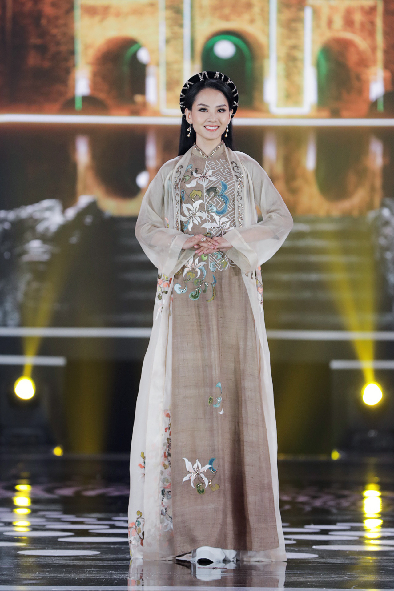 5 Hoa hậu mặc áo dài đọ sắc Chung kết Hoa hậu Việt Nam: Đặng Thu Thảo đẹp tựa nữ thần,  - Ảnh 14.