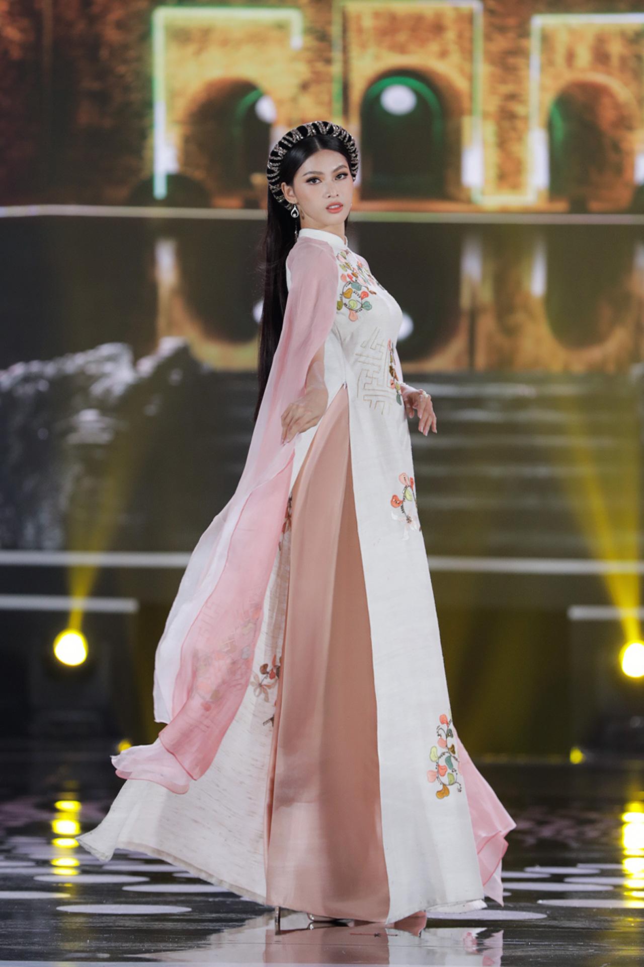 5 Hoa hậu mặc áo dài đọ sắc Chung kết Hoa hậu Việt Nam: Đặng Thu Thảo đẹp tựa nữ thần,  - Ảnh 12.