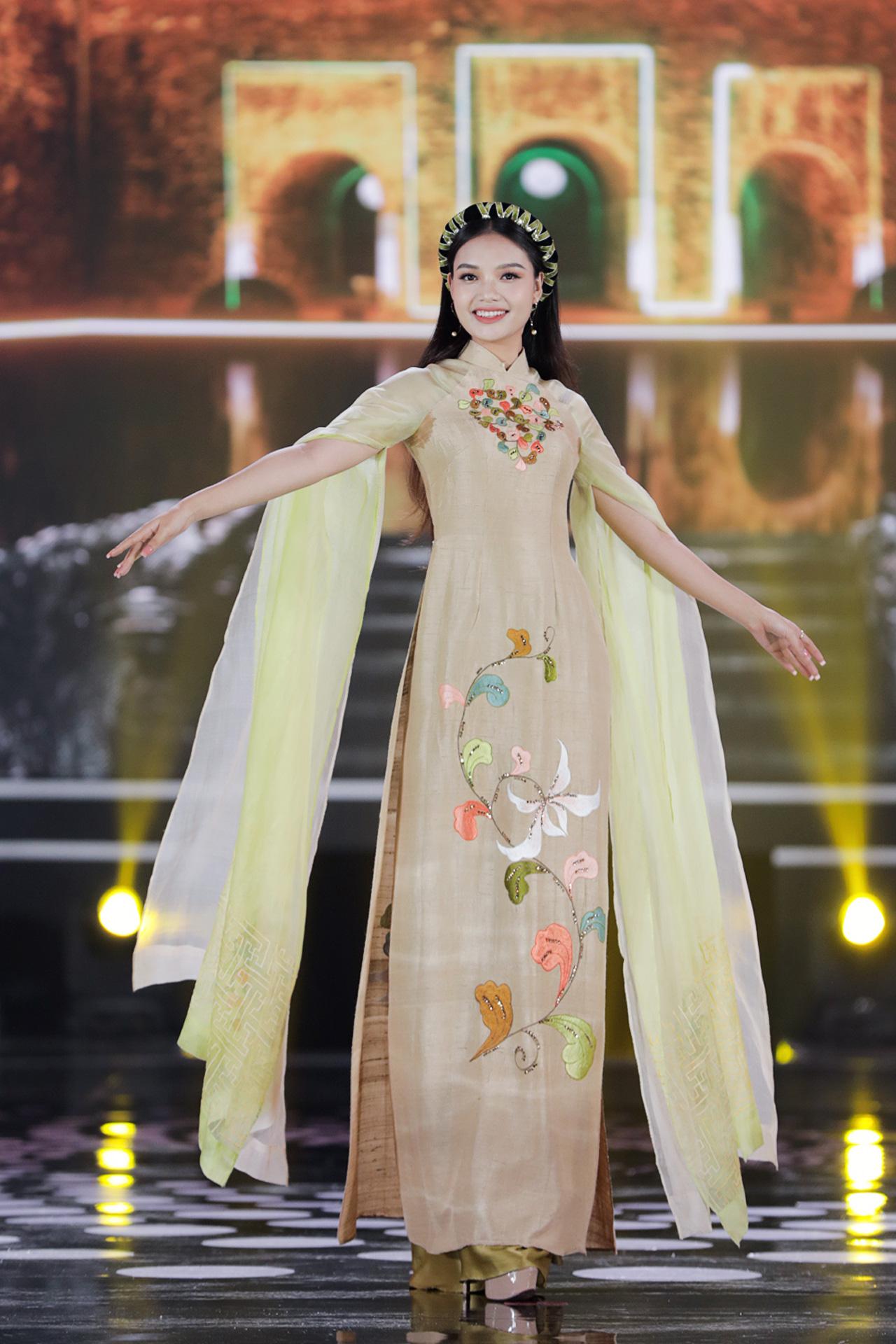 5 Hoa hậu mặc áo dài đọ sắc Chung kết Hoa hậu Việt Nam: Đặng Thu Thảo đẹp tựa nữ thần,  - Ảnh 11.