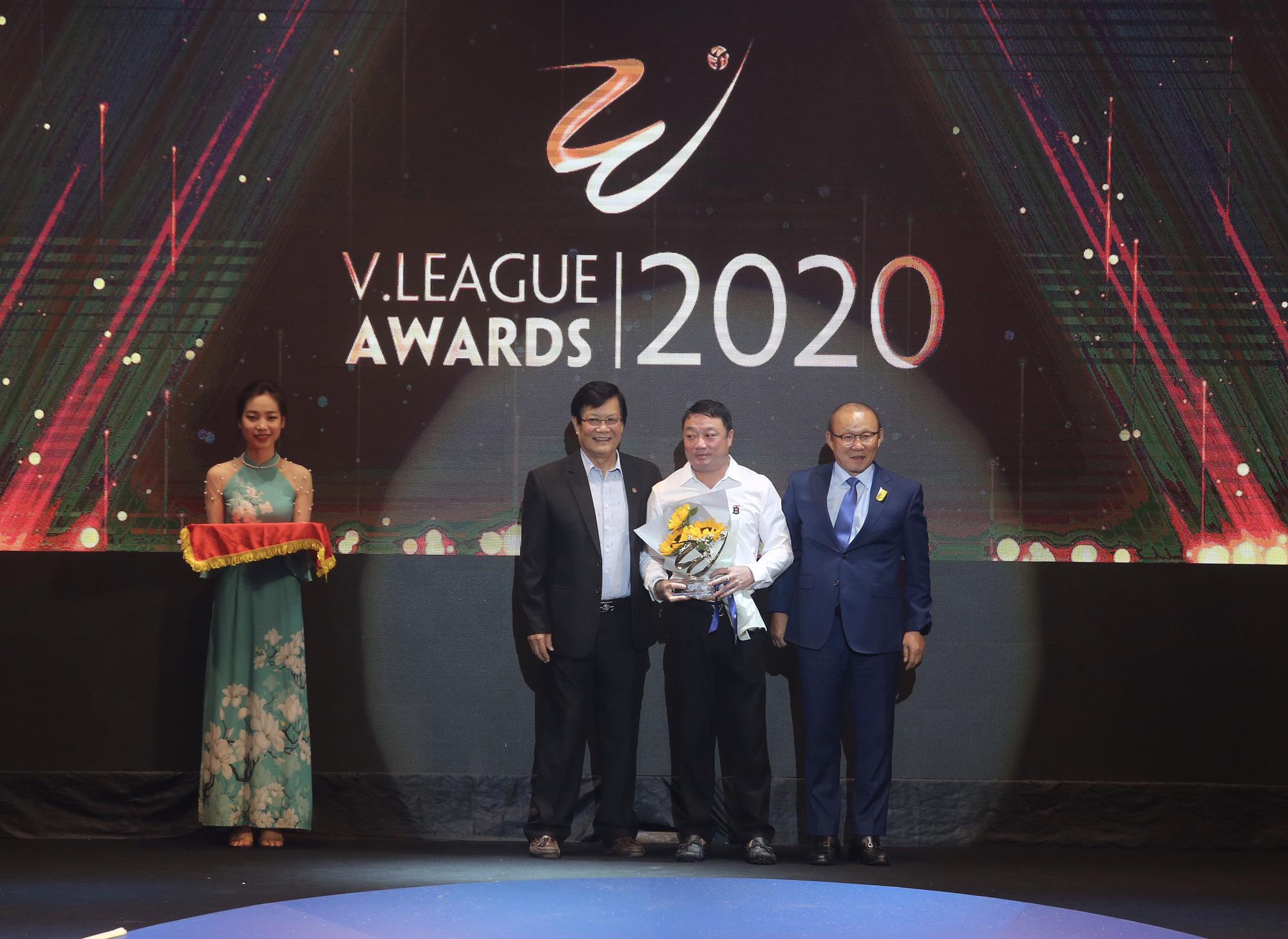 Văn Quyết,HLV Trương Việt Hoàng tỏa sáng tại V.League Awards 2020 - Ảnh 4.