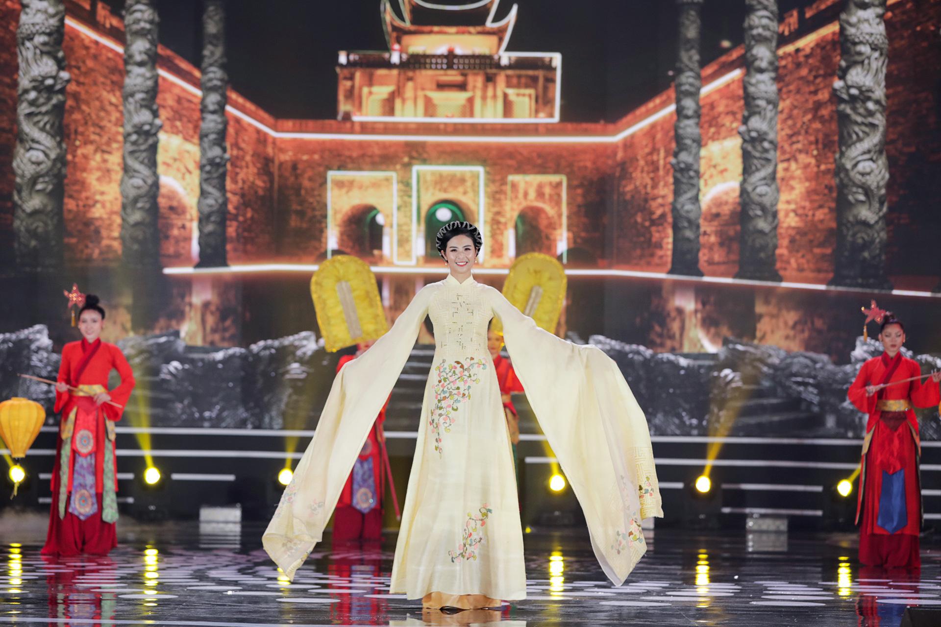 5 Hoa hậu mặc áo dài đọ sắc Chung kết Hoa hậu Việt Nam: Đặng Thu Thảo đẹp tựa nữ thần,  - Ảnh 5.