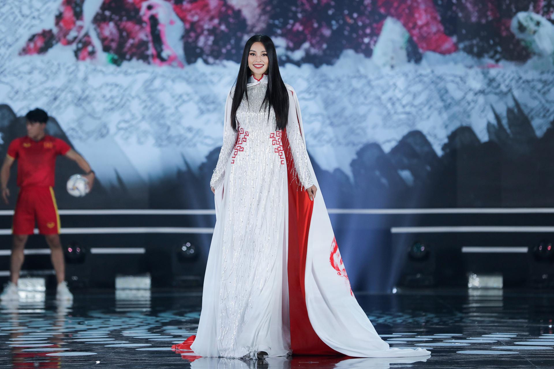 5 Hoa hậu mặc áo dài đọ sắc Chung kết Hoa hậu Việt Nam: Đặng Thu Thảo đẹp tựa nữ thần,  - Ảnh 8.