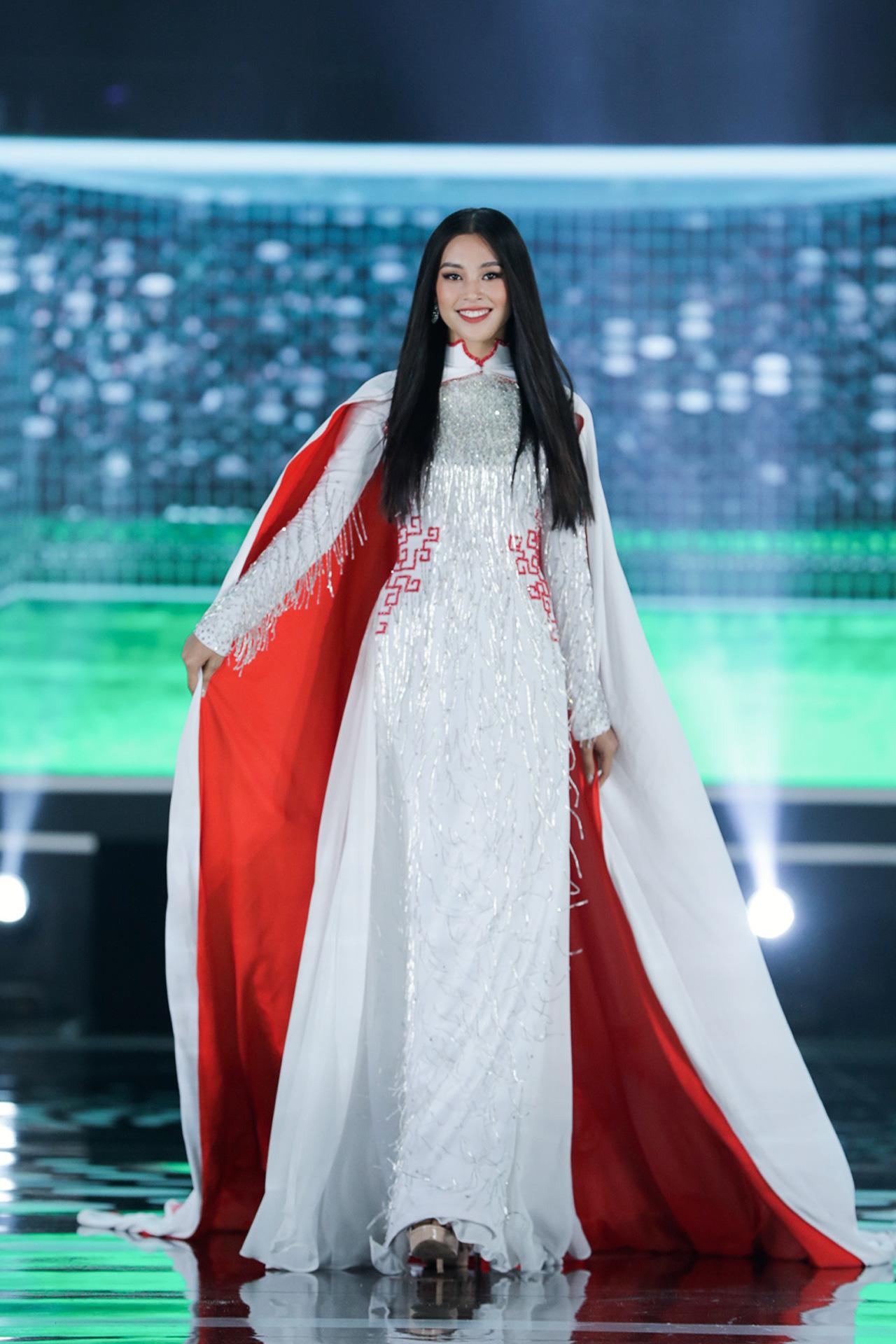 5 Hoa hậu mặc áo dài đọ sắc Chung kết Hoa hậu Việt Nam: Đặng Thu Thảo đẹp tựa nữ thần,  - Ảnh 7.