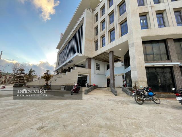 Quảng Ngãi: Sở Xây dựng phản ứng vì bị huyện đá trách nhiệm vụ trụ sở 80 tỷ  - Ảnh 5.