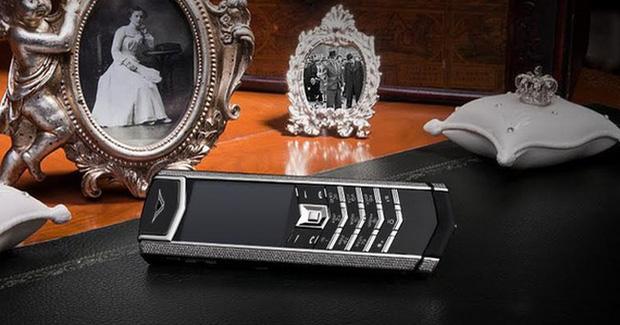 Ngắm nhìn chiếc điện thoại Vertu đắt giá nhất Việt Nam - Ảnh 1.