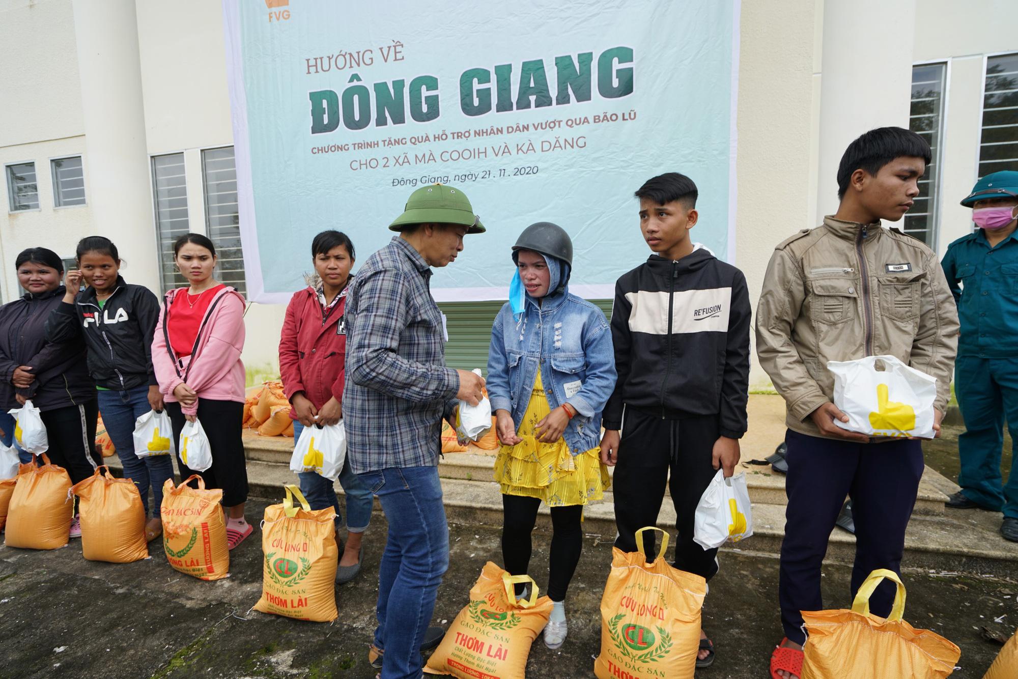 Quảng Nam: Tập đoàn FVG tặng 1100 suất quà hỗ trợ đồng bào miền núi bị ảnh hưởng do bão lũ  - Ảnh 1.