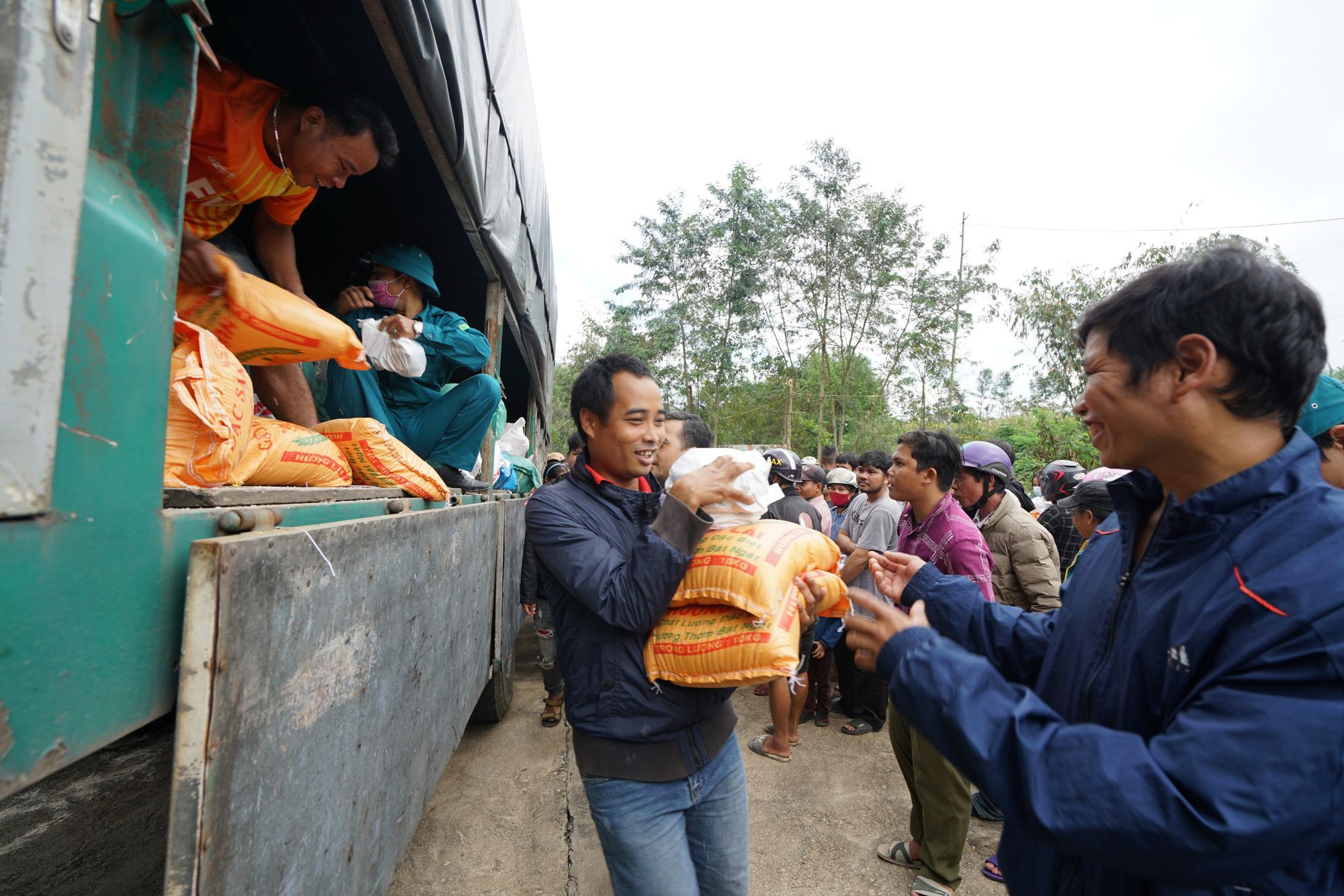 Quảng Nam: Tập đoàn FVG tặng 1100 suất quà hỗ trợ đồng bào miền núi bị ảnh hưởng do bão lũ  - Ảnh 8.