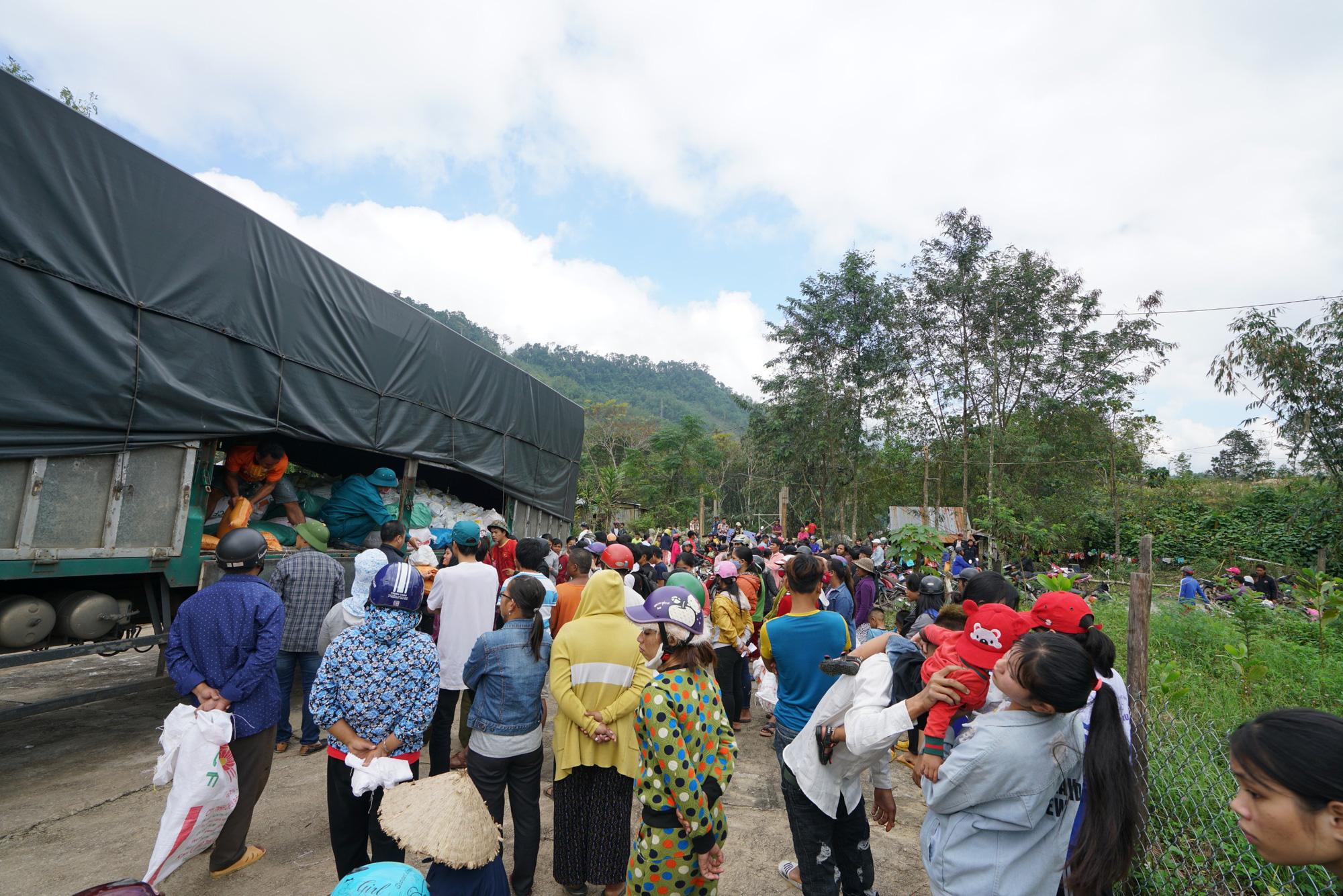 Quảng Nam: Tập đoàn FVG tặng 1100 suất quà hỗ trợ đồng bào miền núi bị ảnh hưởng do bão lũ  - Ảnh 6.