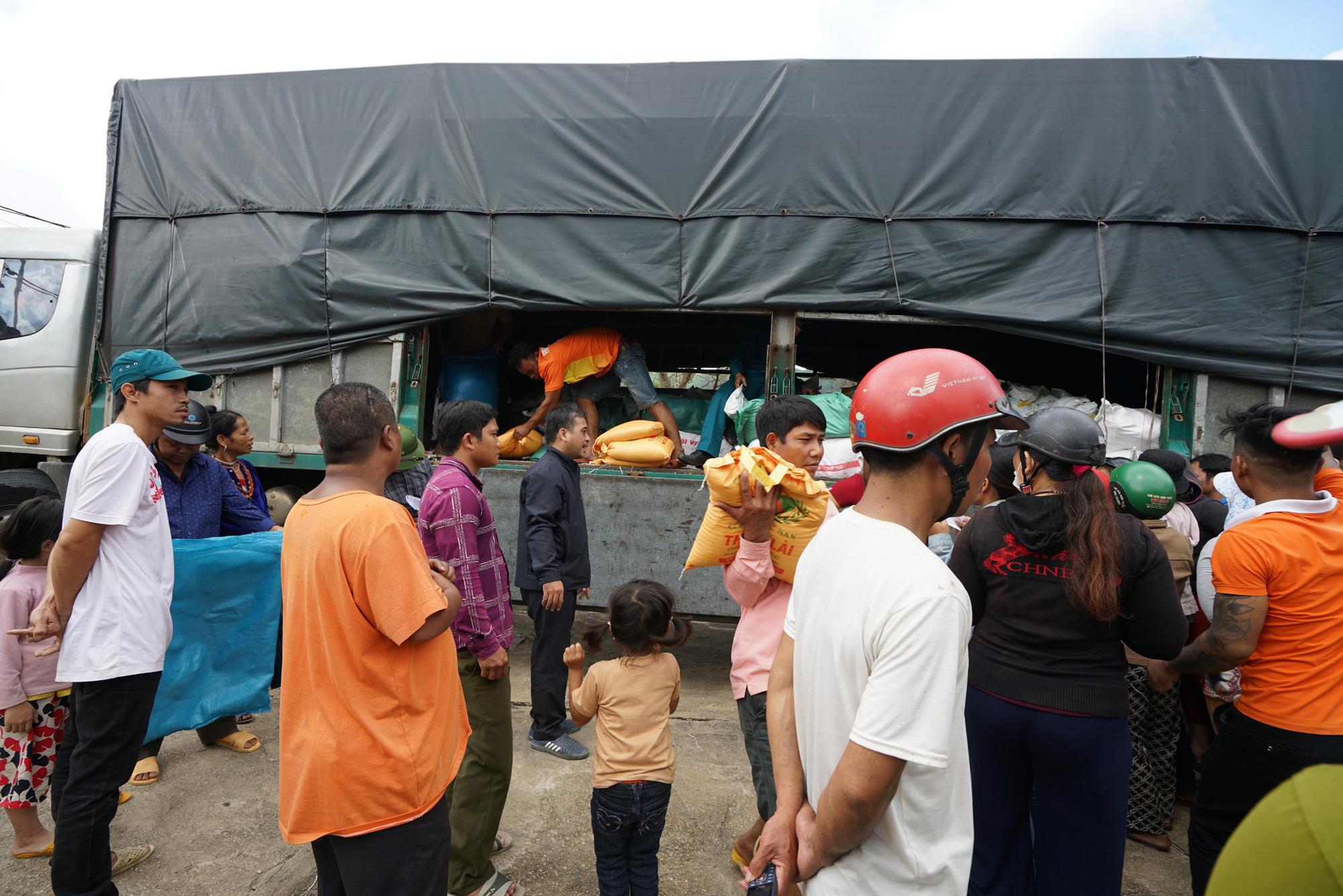 Quảng Nam: Tập đoàn FVG tặng 1100 suất quà hỗ trợ đồng bào miền núi bị ảnh hưởng do bão lũ  - Ảnh 5.
