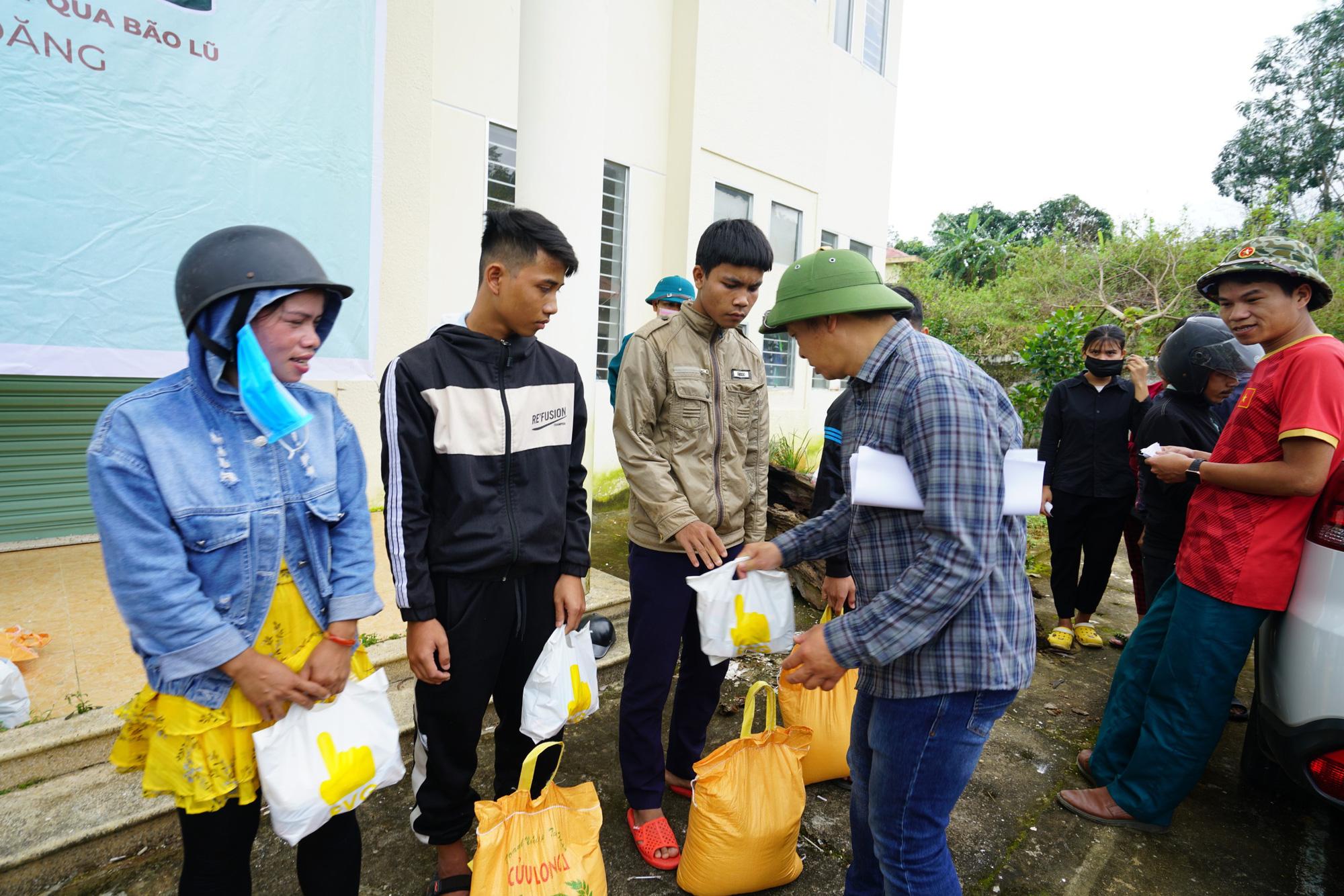 Quảng Nam: Tập đoàn FVG tặng 1100 suất quà hỗ trợ đồng bào miền núi bị ảnh hưởng do bão lũ  - Ảnh 3.