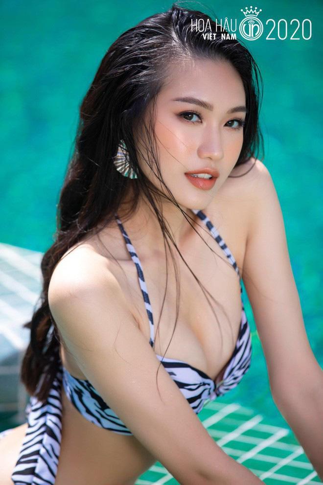 """Nhan sắc mỹ nhân 19 tuổi mặc bikini nóng bỏng """"đốt mắt"""", được Đoàn Văn Hậu ôm an ủi  - Ảnh 1."""
