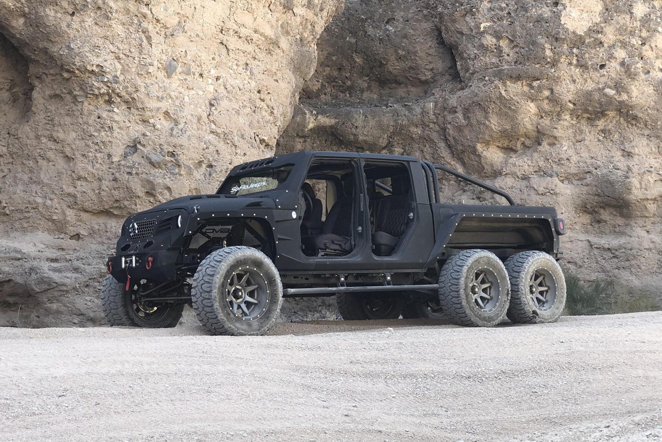 Bản độ Jeep Gladiator 6x6 giá 139.000 USD - Ảnh 5.