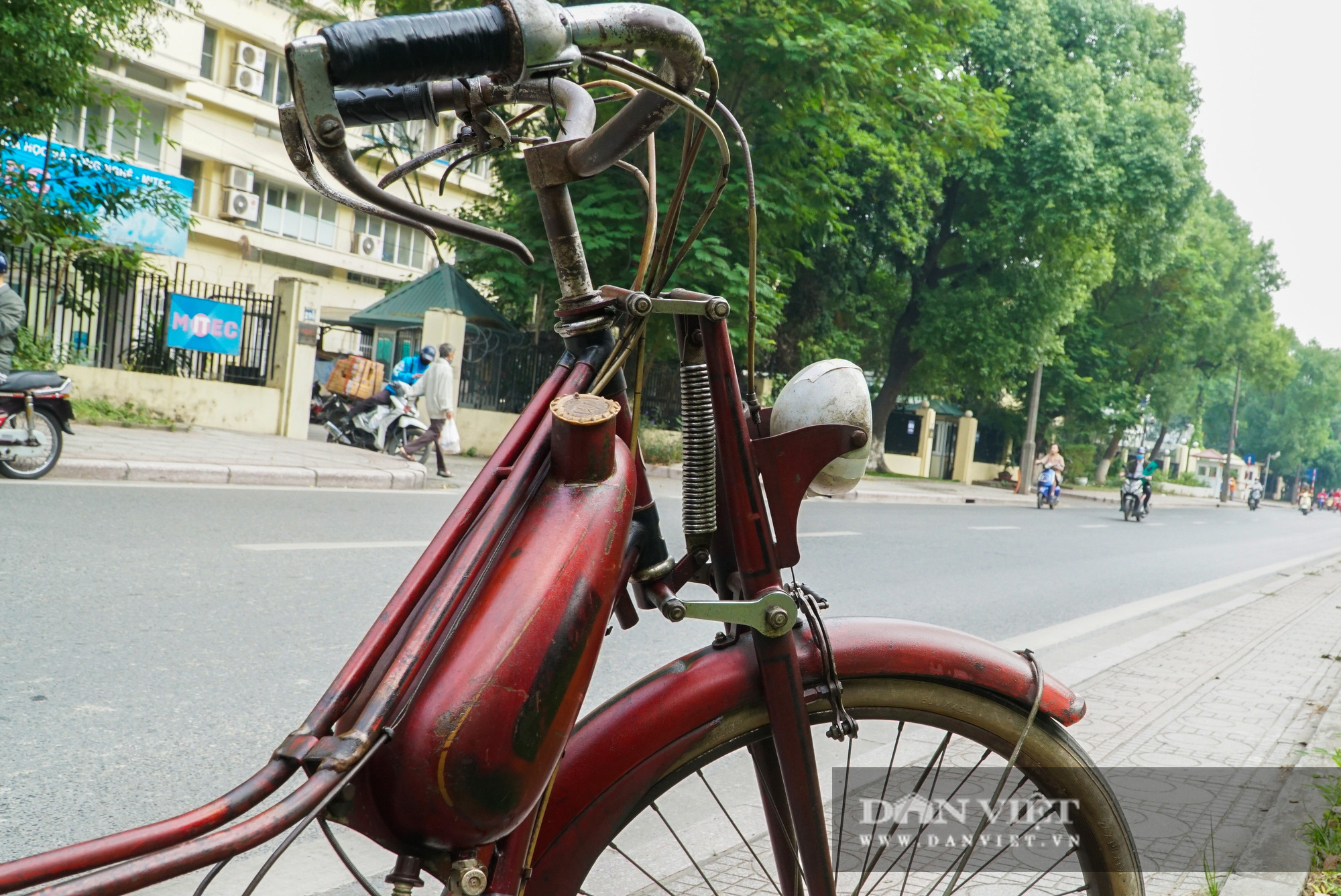 Xe máy Georges Catte gần 70 tuổi vẫn chạy bon bon trên đường - Ảnh 7.