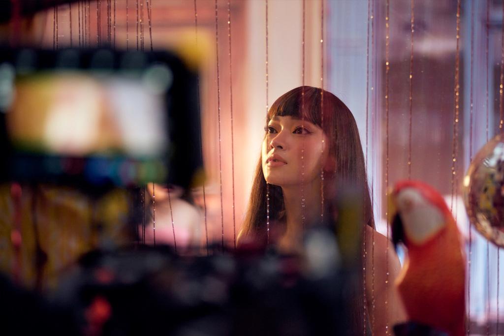 Sau rap Việt, Tlinh kết hợp Châu Bùi tung ca khúc về phái nữ thế hệ mới - Ảnh 2.
