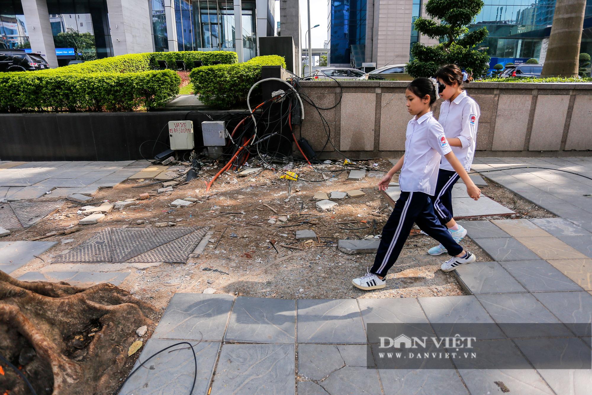 """Hà Nội: Đá lát vỉa hè độ bền 70 năm """"vỡ không thương tiếc"""" chỉ sau 3 năm - Ảnh 2."""