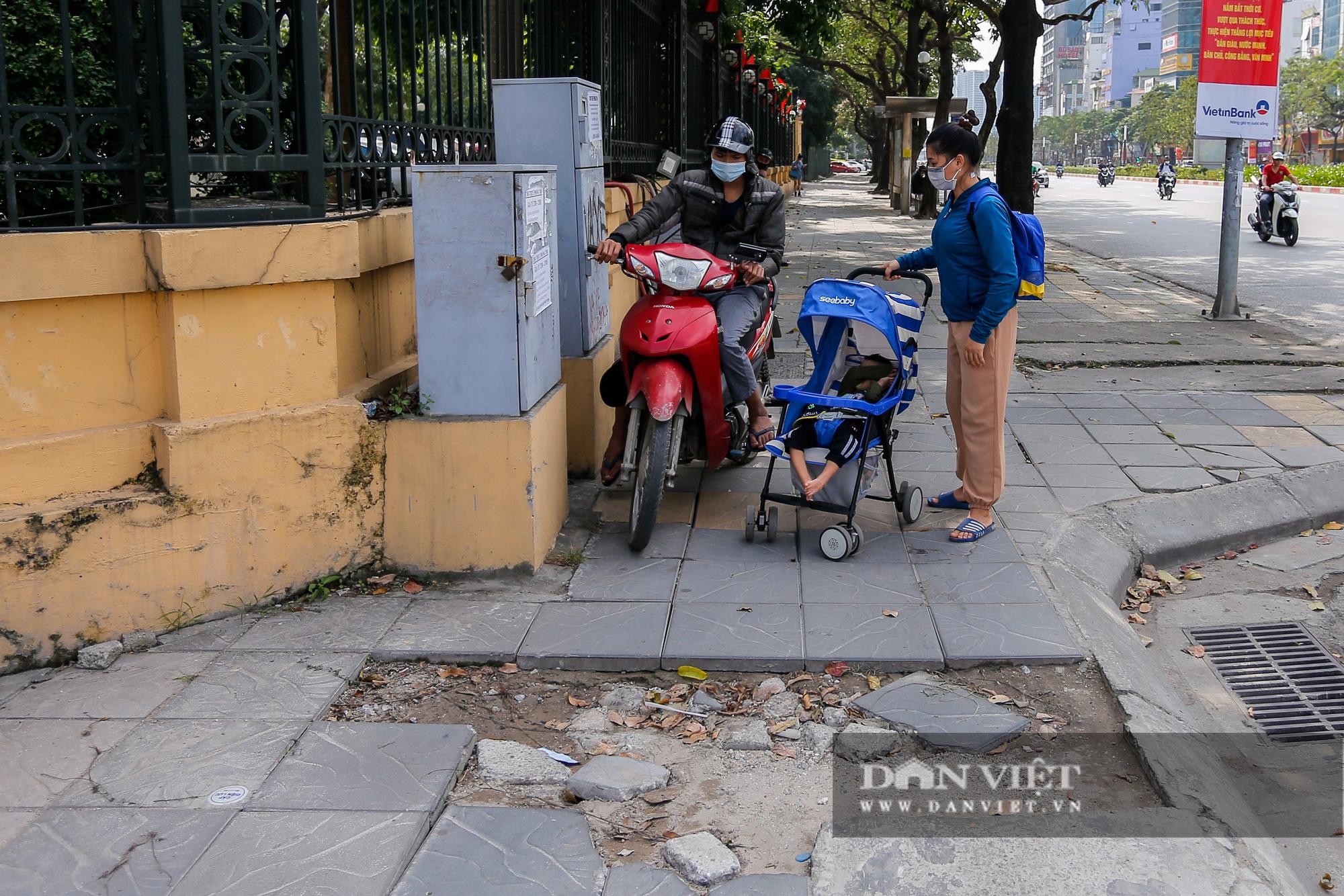 """Hà Nội: Đá lát vỉa hè độ bền 70 năm """"vỡ không thương tiếc"""" chỉ sau 3 năm - Ảnh 8."""