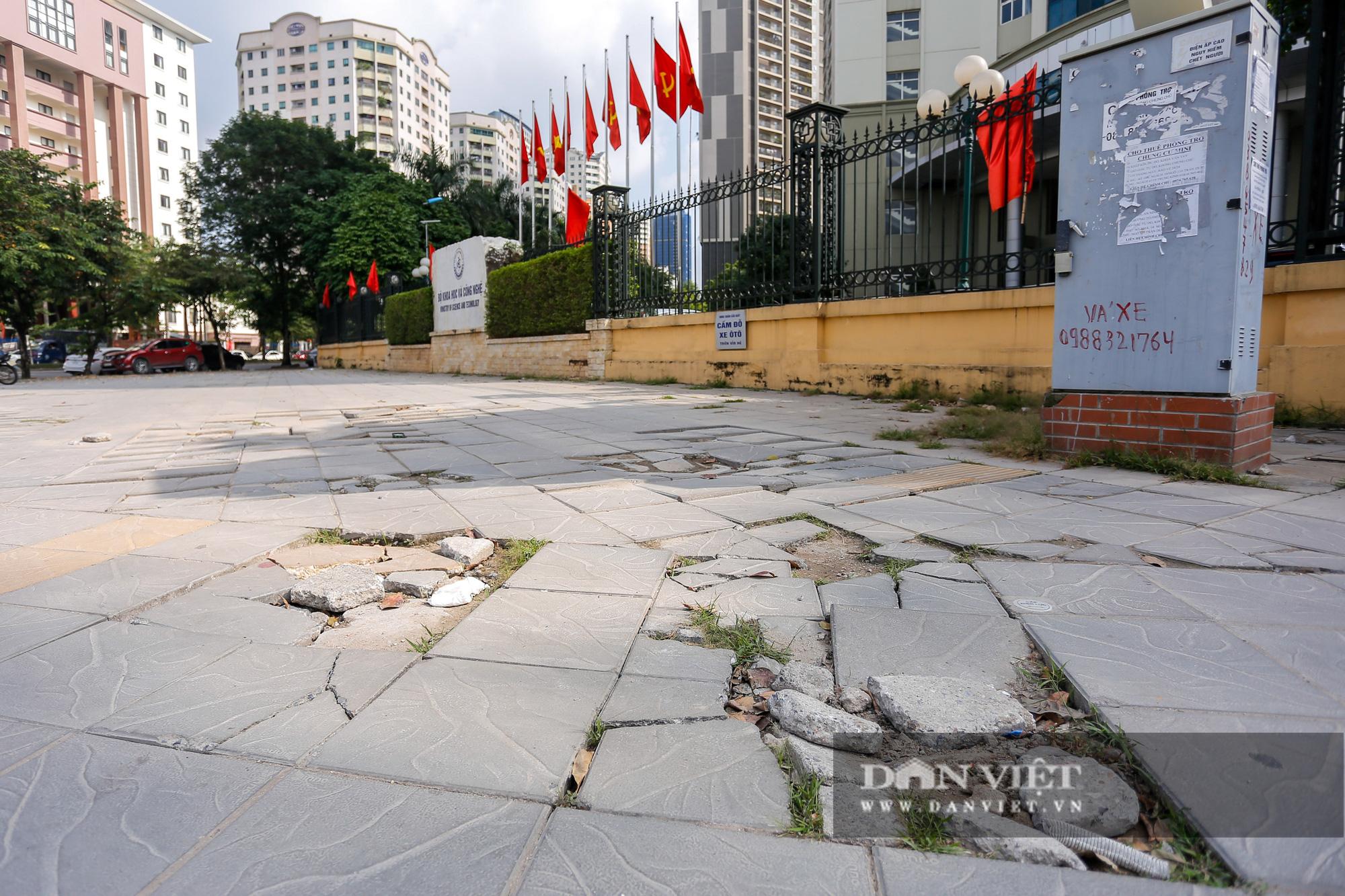 """Hà Nội: Đá lát vỉa hè độ bền 70 năm """"vỡ không thương tiếc"""" chỉ sau 3 năm - Ảnh 12."""