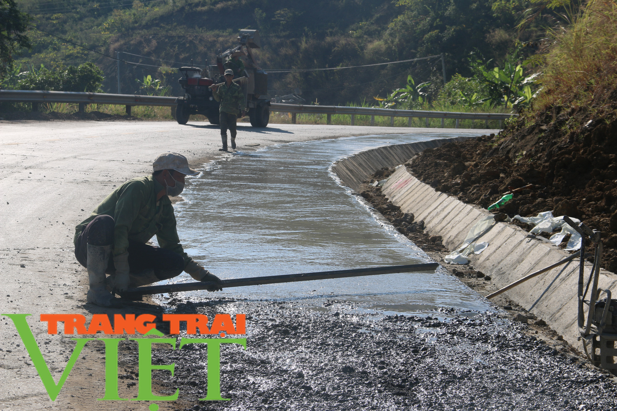 Người dân Quỳnh Nhai góp hàng nghìn ngày công, hiến đất xây dựng nông thôn mới - Ảnh 5.