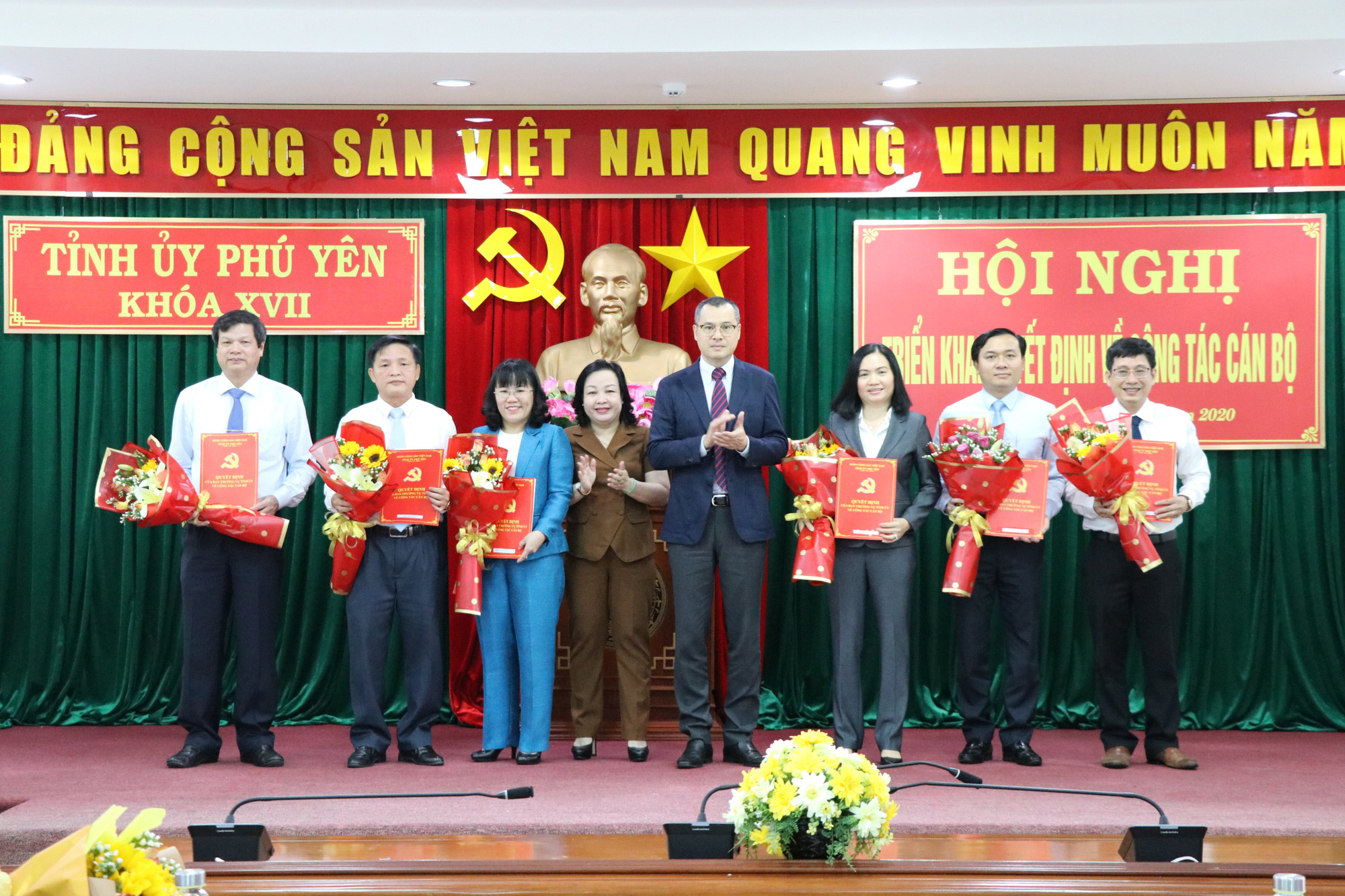 Phú Yên: Điều động, bổ nhiệm 19 nhân sự chủ chốt - Ảnh 1.