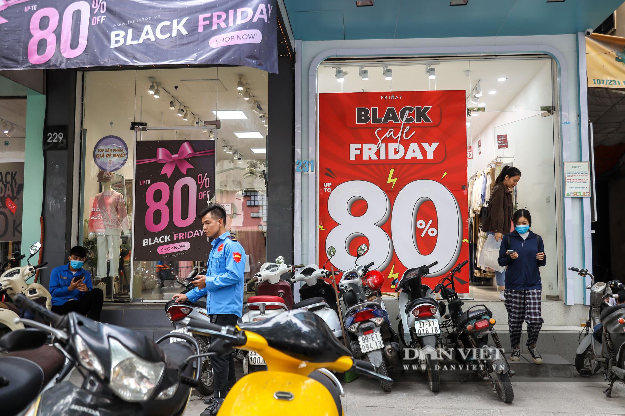 Phố thời trang Hà Nội rợp biển giảm giá 80% dù chưa đến Black Friday - Ảnh 6.