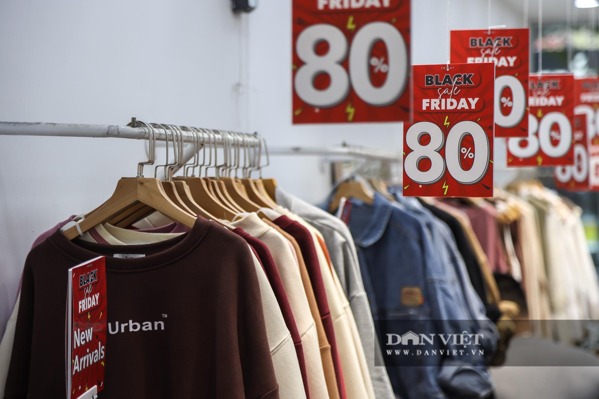 Phố thời trang Hà Nội rợp biển giảm giá 80% dù chưa đến Black Friday - Ảnh 9.