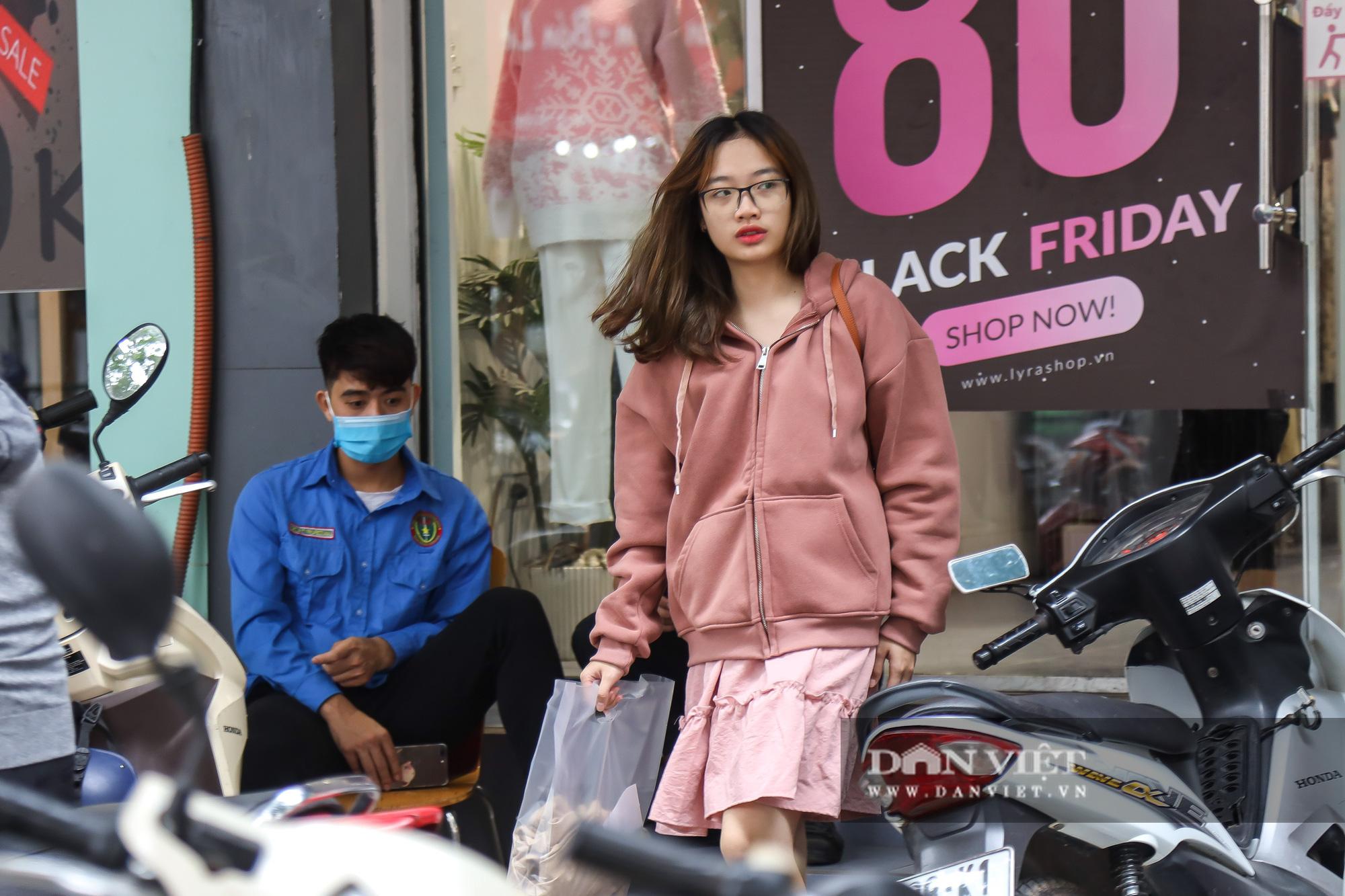 Phố thời trang Hà Nội rợp biển giảm giá 80% dù chưa đến Black Friday - Ảnh 11.