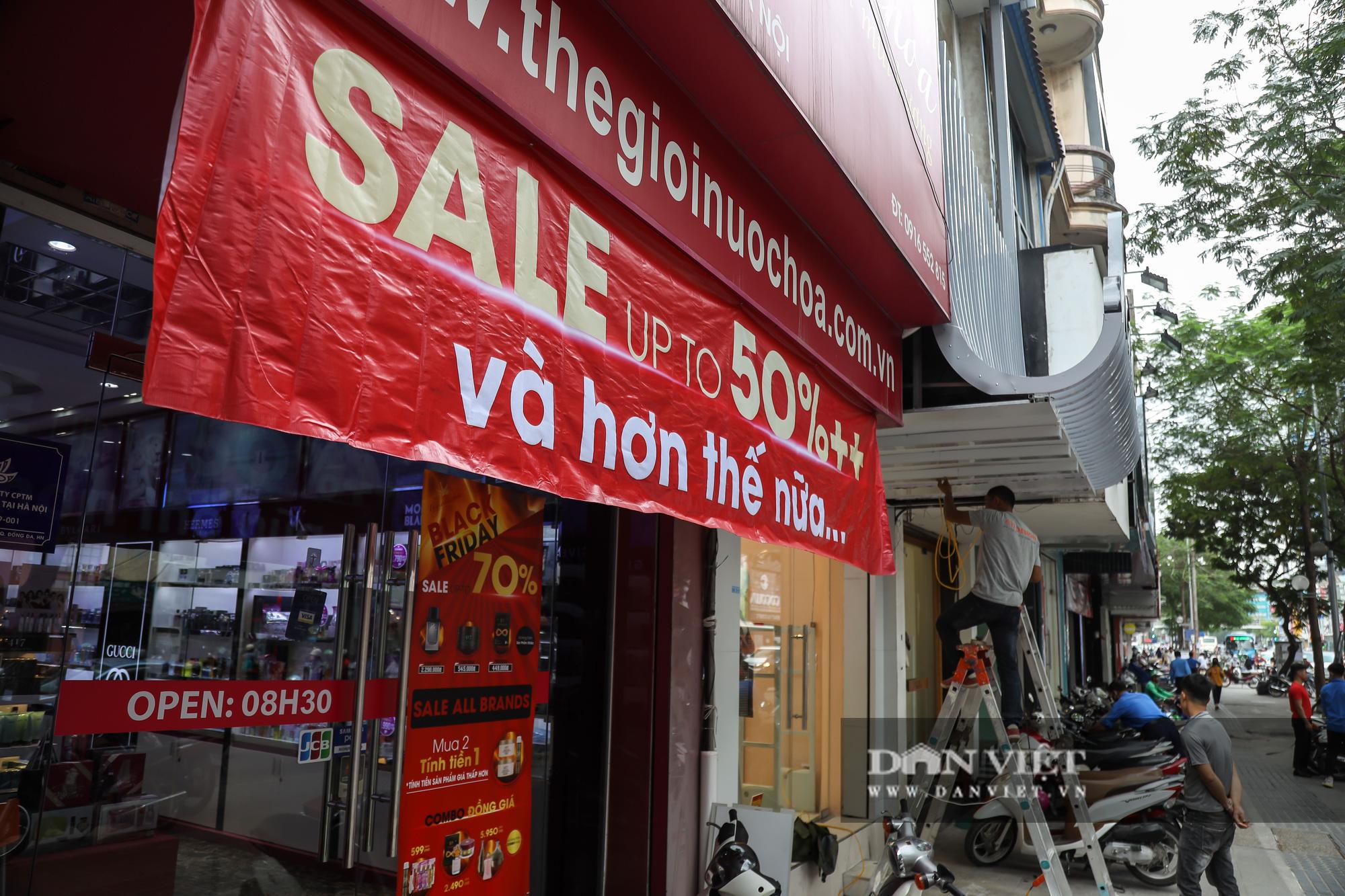 Phố thời trang Hà Nội rợp biển giảm giá 80% dù chưa đến Black Friday - Ảnh 12.