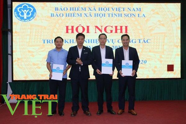 BHXH tỉnh Sơn La: Phát triển đối tượng tham gia BHYT là góp phần xây dựng nông thôn mới - Ảnh 2.