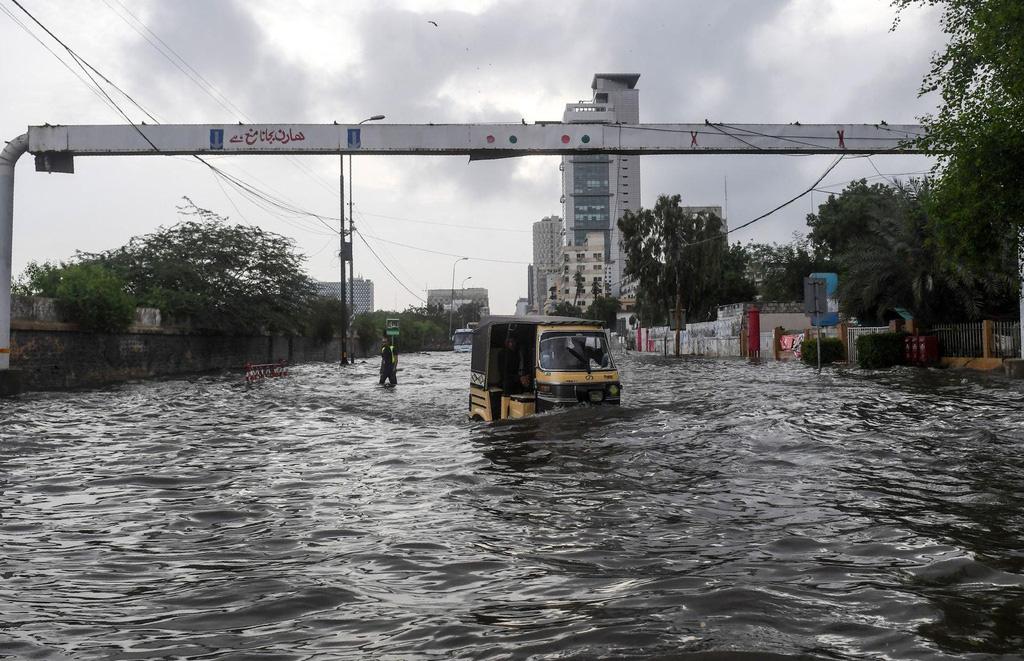Cảnh mưa lũ tại Việt Nam được công bố trong chùm ảnh thiên tai năm 2020 - Ảnh 9.