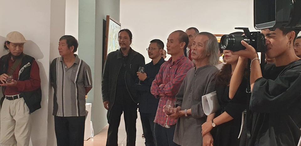 """Khai mạc Triển lãm tranh và điêu khắc """"Người bay và giấc mơ siêu thực"""" của doanh nhân Đinh Phong - Ảnh 4."""