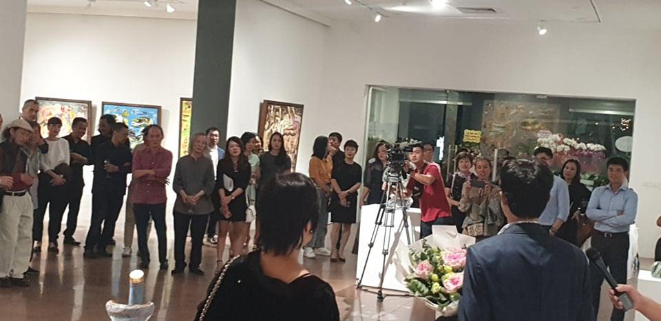 """Khai mạc Triển lãm tranh và điêu khắc """"Người bay và giấc mơ siêu thực"""" của doanh nhân Đinh Phong - Ảnh 1."""