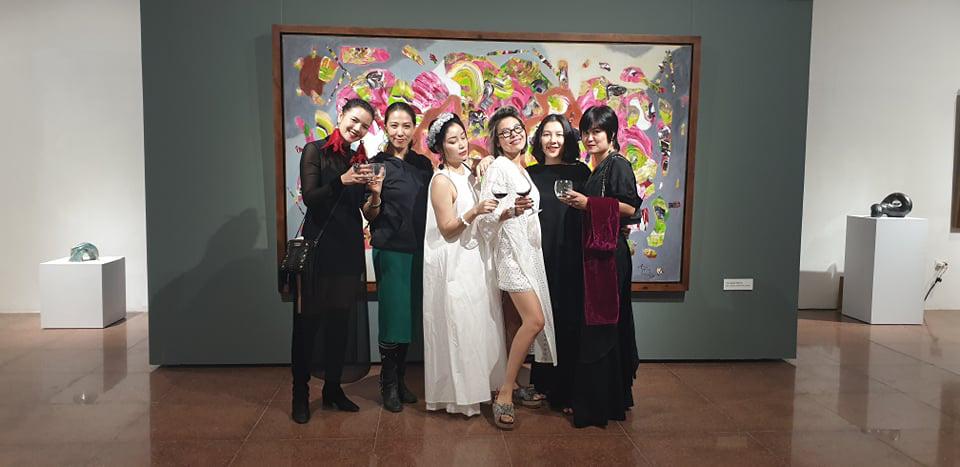 """Khai mạc Triển lãm tranh và điêu khắc """"Người bay và giấc mơ siêu thực"""" của họa sĩ Đinh Phong - Ảnh 8."""