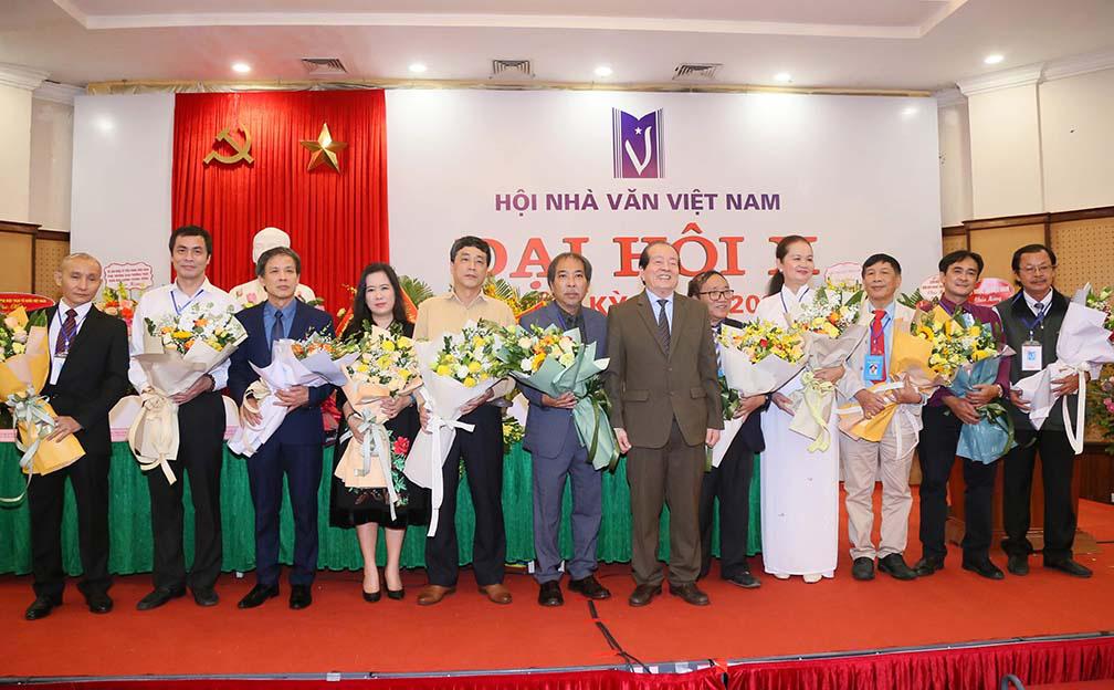 Nhà thơ Nguyễn Quang Thiều nói gì trước vai trò là tân Chủ tịch Hội Nhà văn Việt Nam  - Ảnh 1.
