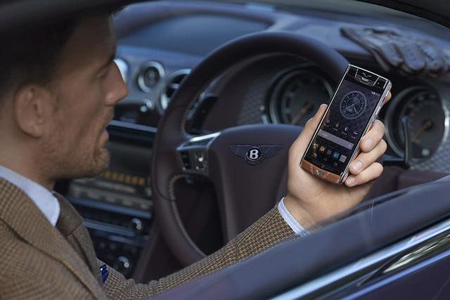 Trên tay điện thoại Vertu dành cho Bentley, giá bán choáng váng - Ảnh 1.