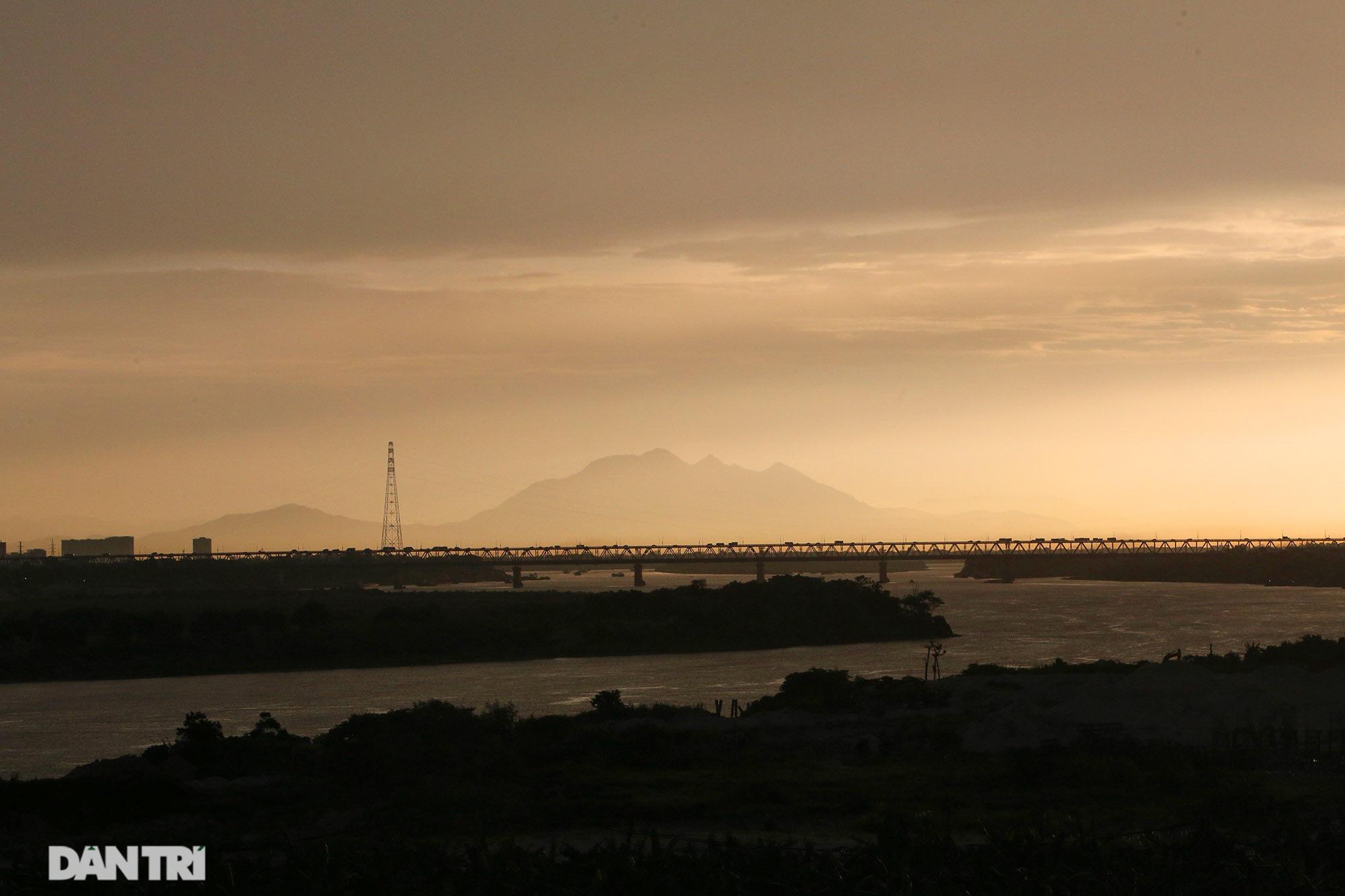 Núi thiêng gần Hà Nội đẹp mê mải nhìn từ muôn phương tám hướng - Ảnh 1.