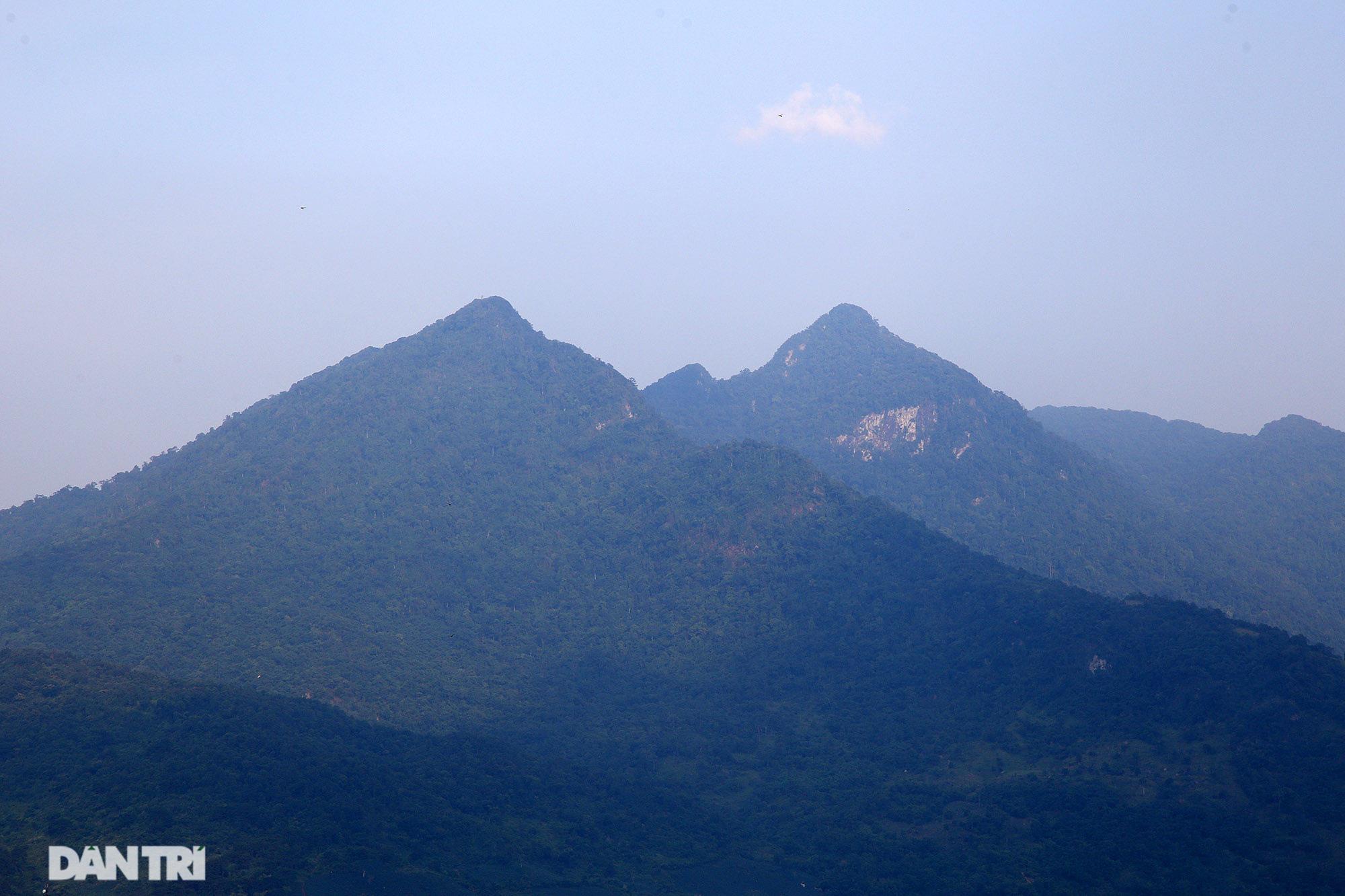 Núi thiêng gần Hà Nội đẹp mê mải nhìn từ muôn phương tám hướng - Ảnh 10.