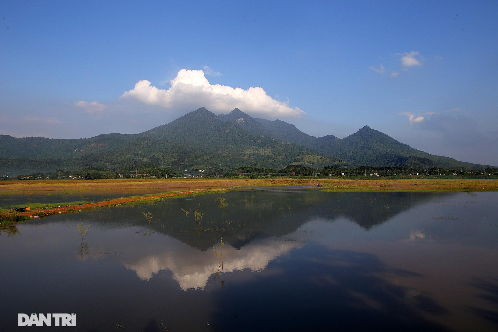 Núi thiêng gần Hà Nội đẹp mê mải nhìn từ muôn phương tám hướng - Ảnh 11.