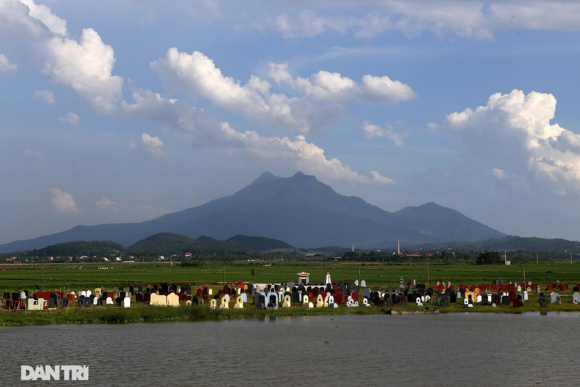 Núi thiêng gần Hà Nội đẹp mê mải nhìn từ muôn phương tám hướng - Ảnh 13.