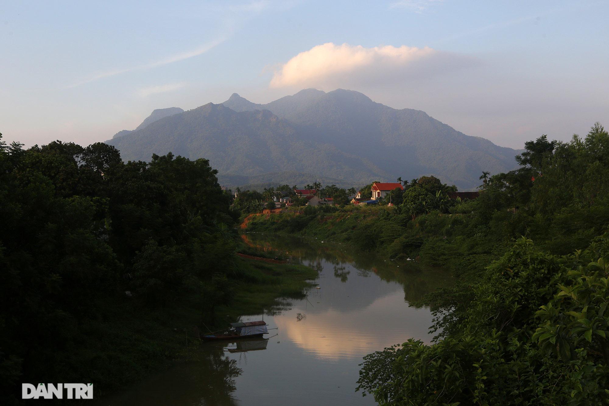 Núi thiêng gần Hà Nội đẹp mê mải nhìn từ muôn phương tám hướng - Ảnh 14.