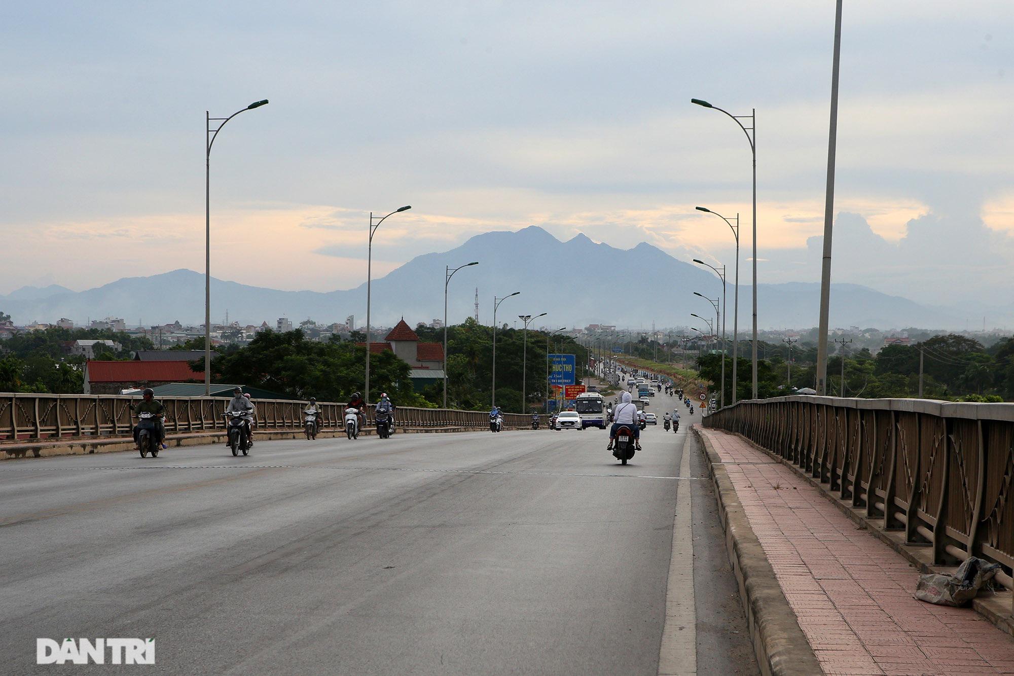 Núi thiêng gần Hà Nội đẹp mê mải nhìn từ muôn phương tám hướng - Ảnh 2.