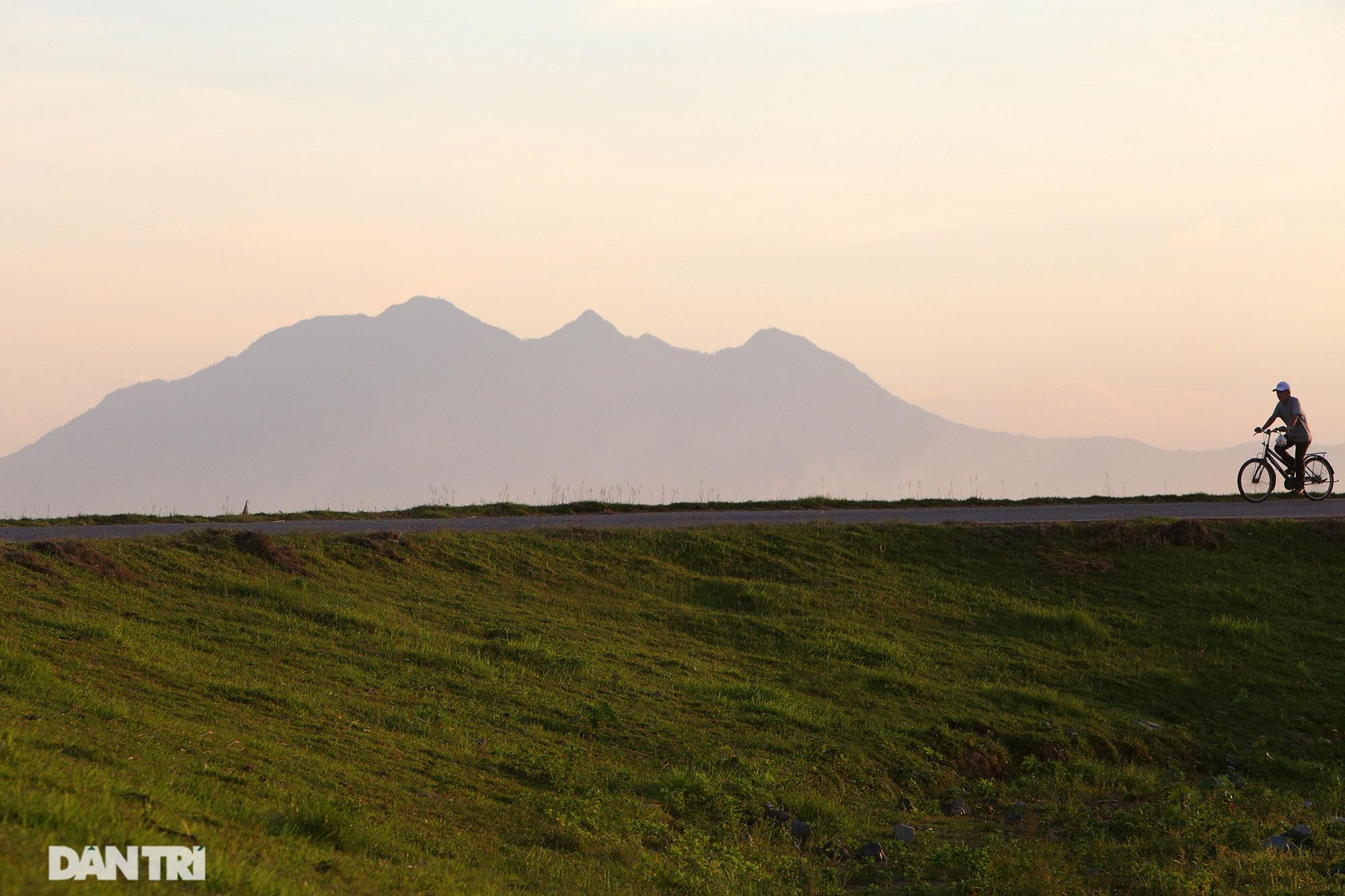 Núi thiêng gần Hà Nội đẹp mê mải nhìn từ muôn phương tám hướng - Ảnh 3.