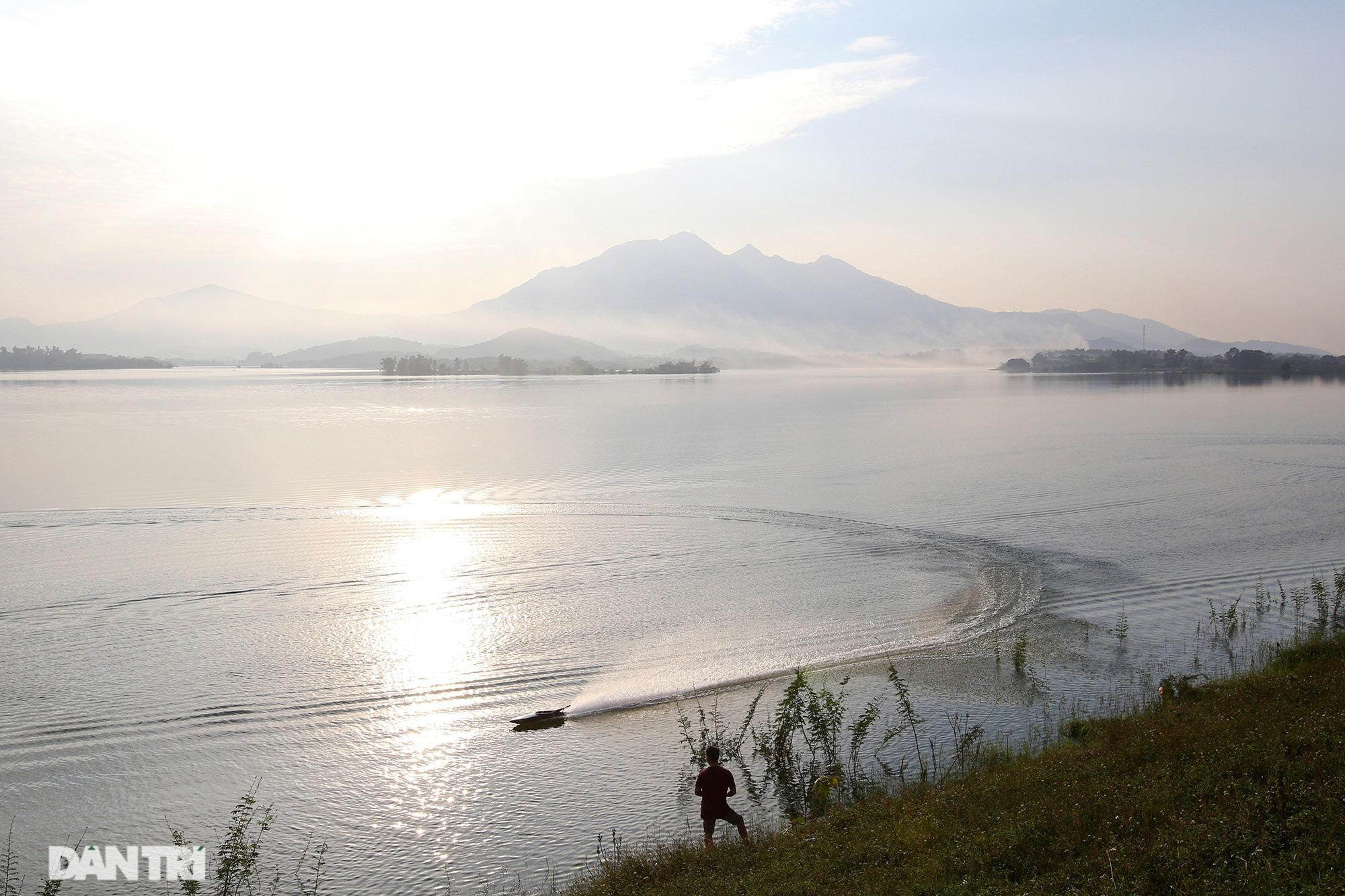 Núi thiêng gần Hà Nội đẹp mê mải nhìn từ muôn phương tám hướng - Ảnh 4.